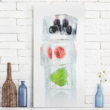 Stampa su tela - Raspberry lemon balm and blueberries in ice cube - Verticale 1:2