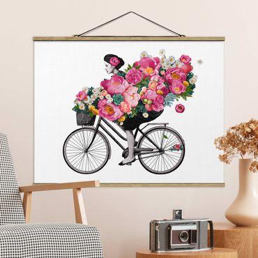 Foto su tessuto da parete con bastone - Laura Graves - Illustrazione Donna in bicicletta Collage fiori variopinti - Orizzontale 3:4