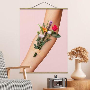 Foto su tessuto da parete con bastone - Braccio con i fiori - Verticale 4:3