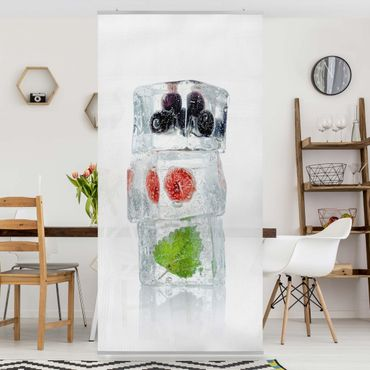 Tenda a pannello - Raspberry Lemon Balm And Blueberries In Ice Cube - 250x120cm