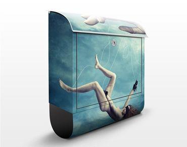 Cassetta postale Falling Woman 39x46x13cm