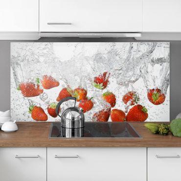 Paraschizzi in vetro - Fresh Strawberries In Water - Orizzontale 1:2