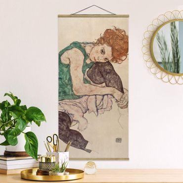 Foto su tessuto da parete con bastone - Egon Schiele - Donna seduta con un ginocchio Up - Verticale 2:1