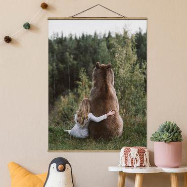 Foto su tessuto da parete con bastone - Ragazza con l'orso Brown - Verticale 4:3