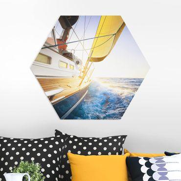 Esagono in forex - Barca a vela sul mare blu In Sole