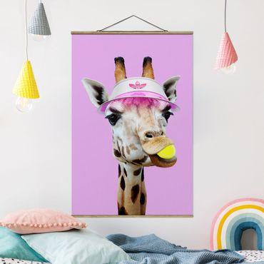 Foto su tessuto da parete con bastone - Giraffa nel tennis - Verticale 3:2