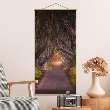 Quadro su tessuto con stecche per poster - Tunnel dagli alberi - Verticale 2:1