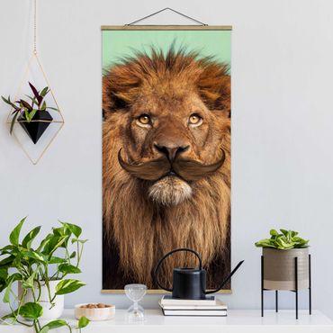 Quadro su tessuto con stecche per poster - Leone Con La Barba - Verticale 2:1