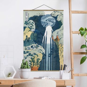 Foto su tessuto da parete con bastone - Katsushika Hokusai - La cascata di Amida - Verticale 3:2