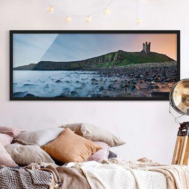 Poster con cornice - Alba Con La Nebbia Al Castello Di Dunstanburgh - Panorama formato orizzontale