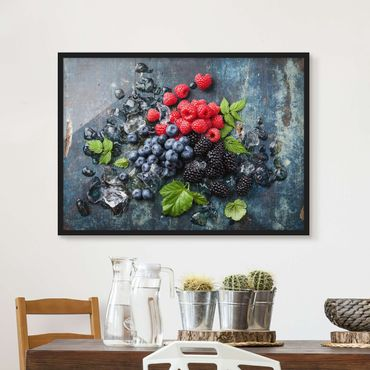 Poster con cornice - Berry Mix With Ice Cubes Wood - Orizzontale 3:4