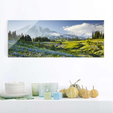 Quadro in vetro - Mountain meadow with flowers in front of Mt. Rainier - Panoramico