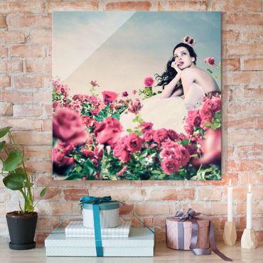 Quadro in vetro - Woman in a field of roses - Quadrato 1:1