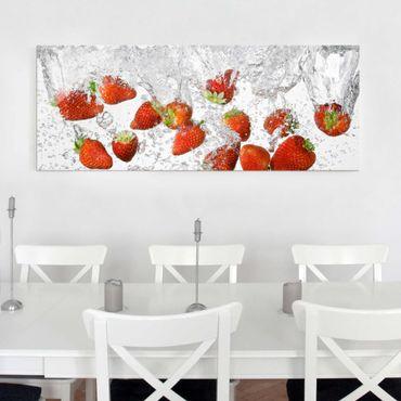 Quadro in vetro - Fresh Strawberries In Water - Panoramico