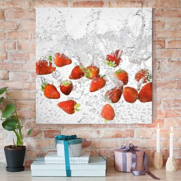 Quadro in vetro - Fresh Strawberries In Water - Quadrato 1:1