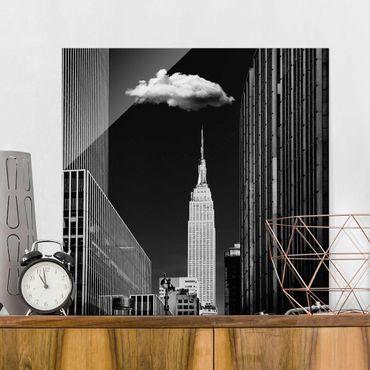Quadro in vetro - New York Con nuvola - Quadrato 1:1