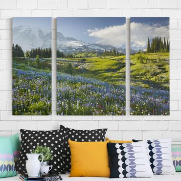Stampa su tela 3 parti - Mountain Meadow With Flowers In Front Of Mt. Rainier - Trittico