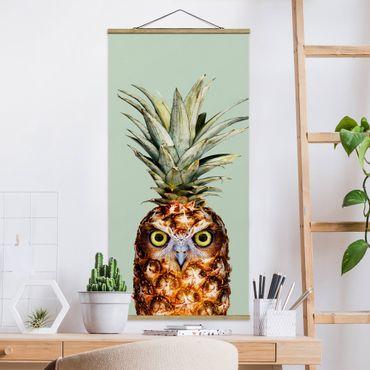 Quadro su tessuto con stecche per poster - Ananas con civetta - Verticale 2:1