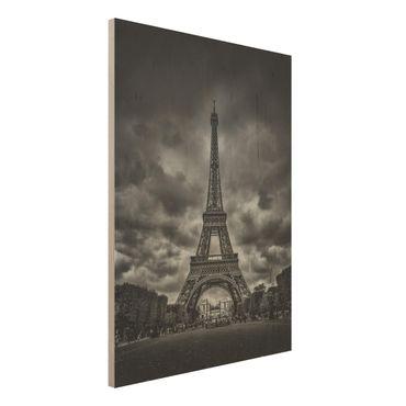 Quadro in legno - Torre Eiffel Davanti Nubi In Bianco e nero - Verticale 3:4