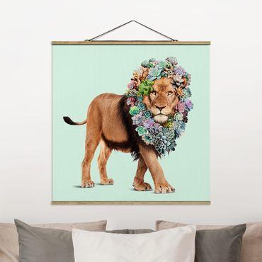Foto su tessuto da parete con bastone - Leone con Succulente - Quadrato 1:1