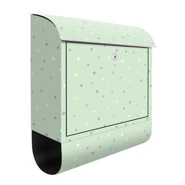 Cassetta postale - Triangoli disegnati in pastelli colorati su verde