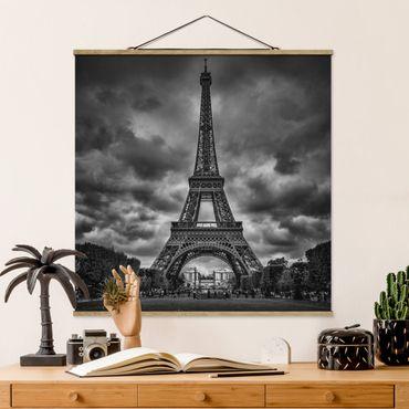 Foto su tessuto da parete con bastone - Torre Eiffel di nuvole in bianco e nero - Quadrato 1:1