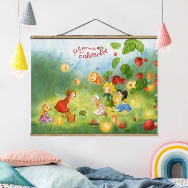 Foto su tessuto da parete con bastone - Strawberry Coniglio Erdbeerfee - Lanterne - Orizzontale 3:4