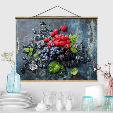 Foto su tessuto da parete con bastone - Berry Mix Con Ghiaccio cubi di legno - Orizzontale 3:4