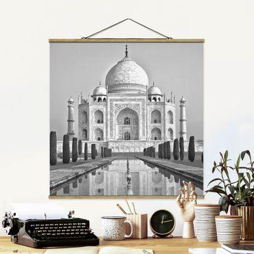 Foto su tessuto da parete con bastone - Taj Mahal With Garden - Quadrato 1:1