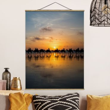 Foto su tessuto da parete con bastone - Cammelli in Sunset - Verticale 4:3