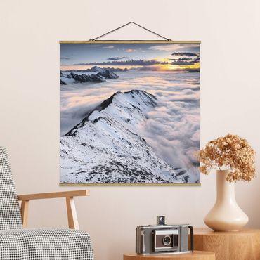 Foto su tessuto da parete con bastone - Vista Delle nuvole e montagne - Quadrato 1:1