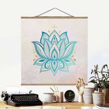 Foto su tessuto da parete con bastone - Lotus Mandala illustrazione oro blu - Quadrato 1:1