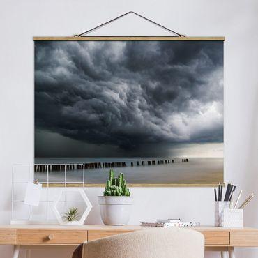 Foto su tessuto da parete con bastone - Tempesta nuvole sopra il Mar Baltico - Orizzontale 3:4