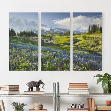 Stampa su tela 3 parti - Mountain Meadow With Flowers In Front Of Mt. Rainier - Verticale 2:1