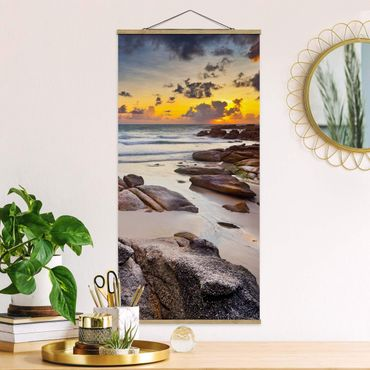 Quadro su tessuto con stecche per poster - Sunrise Beach In Thailandia - Verticale 2:1