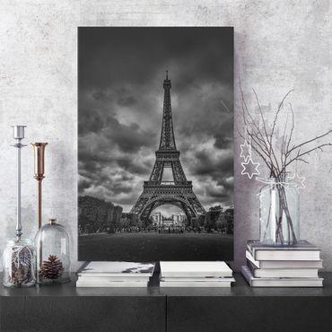 Stampa su tela - Torre Eiffel Davanti Nubi In Bianco e nero - Verticale 3:4
