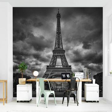 Carta da parati - Torre Eiffel e nuvole in bianco e nero