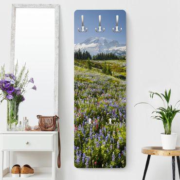 Appendiabiti - Prato della montagna con fiori di fronte Del Monte Rainier