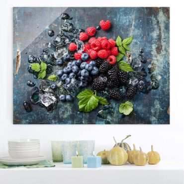 Quadro in vetro - Berry Mix With Ice Cubes Wood - Orizzontale 4:3