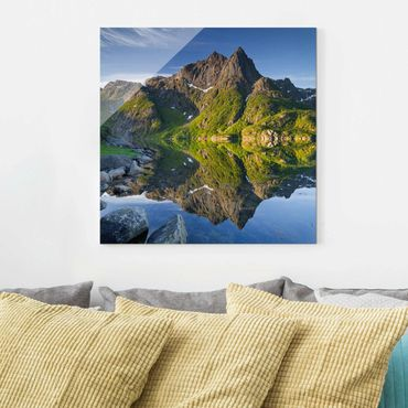 Quadro in vetro - Mountain landscape with water reflection in Norway - Quadrato 1:1