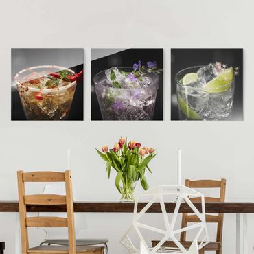 Quadro in vetro - Drinks With Ice Cubes Close-Up - 3 parti
