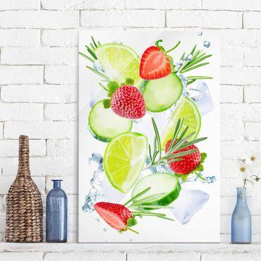 Quadro in vetro - Strawberries Lime Ice Cubes Splash - Verticale 2:3