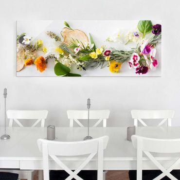 Quadro in vetro cucina - Aromi e fiori freschi su bianco - Panoramico