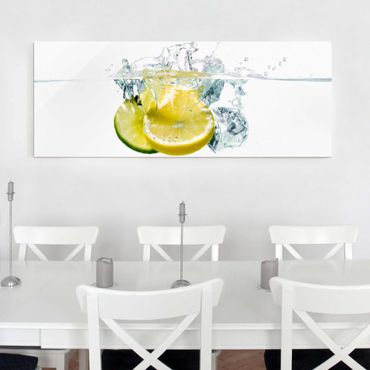 Quadro in vetro - Lemon And Lime In Water - Panoramico