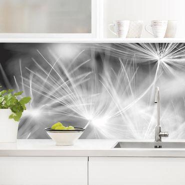 Rivestimento cucina - Soffioni in movimento su sfondo nero
