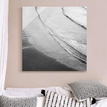 Quadro in vetro - Morbide onde sulla spiaggia in bianco e nero