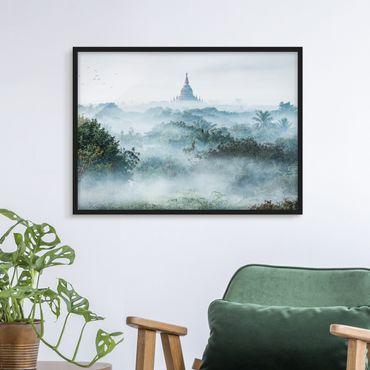 Poster con cornice - Nebbia mattutina sulla giungla di Bagan