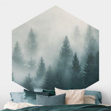 Carta da parati esagonale adesiva con disegni - Bosco di conifere nella nebbia