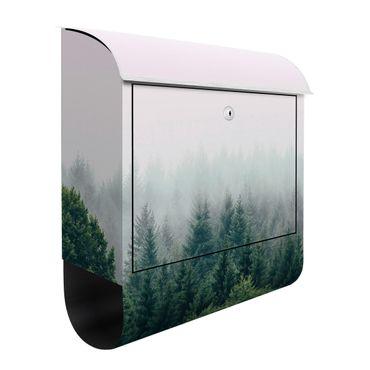 Cassetta postale - Foresta nella nebbia del crepuscolo
