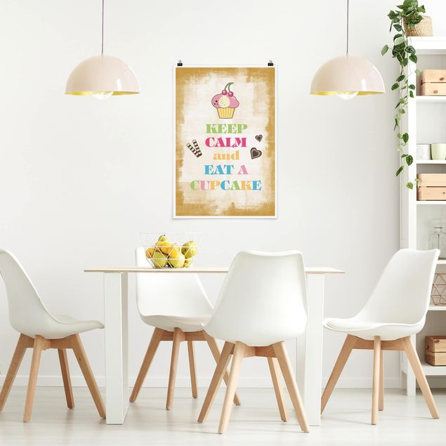 Poster - No.EV71 Mantieni la calma e mangiare un Cupcake colorato - Verticale 3:2